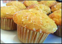 Muffins à l'orange. http://www.recettes.qc.ca/recette/muffins-a-l-orange 2 1/3 tasses farine tout usage 1 c. à table poudre à pâte 1 c. à thé bicarbonate de soude Zeste de deux orange de taille moyenne 1 1/2 orange coupée en petits morceaux 1/2 tasse jus d'orange 3 c. à table eau de fleur d'oranger 1/2 tasse compote de pommes 1/2 tasse sucre 2 oeufs