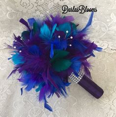 Wedding bouquets alternative peacock feathers ideas for 2019 Feather Bouquet, Galaxy Wedding, Beautiful Compliments, Alternative Bouquet, Peacock Wedding, Wedding Reception Decorations, Bridal Flowers, Wedding Bouquets, Wedding Dress