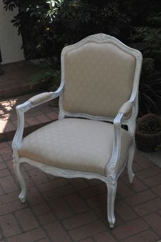 another beautiful shabby chic accent chair for the bedroom