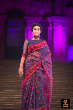 Are you searching for the best Modern Indian Saree also things like Designer Sari plus Bollywood if so then Click above VISIT link for Sari Blouse Designs, Saree Blouse Patterns, Indian Attire, Indian Outfits, Indian Wear, Anarkali, Lehenga, Dhakai Jamdani Saree, Kalamkari Saree