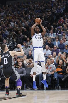 SACRAMENTO, CA - FEBRUARY 2: Kevin Durant #35 of the Golden State Warriors shoots the ball during the game against the Sacramento Kings on February 2, 2018 at Golden 1 Center in Sacramento, California. (Rocky Widner/NBAE via Getty Images)