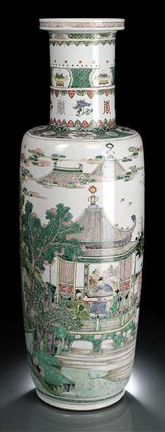 A very rare and large Famille Verte 'Eighteen Scholars' porcelain rouleau vase, China, Kangxi period. Estimate 10 000 €. Photo Nagel H. 77,2 cm. Very minor wear to enamels, good conditi…