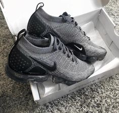 kleidung Nike Vapormax Flyknit Wholesale Hip Hop Fashion and Clothing Generally Hip Hop clothing Me Too Shoes, Shoe Boots, Shoes Sandals, Women's Flats, Cute Sneakers, Shoes Sneakers, Black Sneakers, Souliers Nike, Nike Vapormax Flyknit