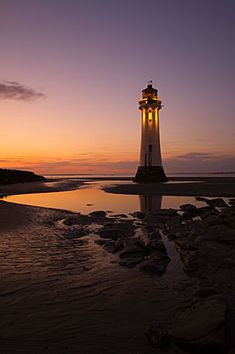 I love the composition of this shot, I'm thinking to visit for sunset shooting too. Perch Rock Lighthouse New Brighton. Photography by Ed Rhodes.