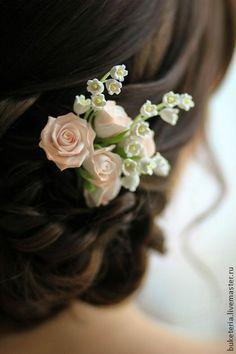 Композиция с розами и ландышами в прическу - цветы из полимерной глины