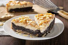 Jogurtovo-makový koláč s hruškami  Tento koláč je důkazem, že se dá mlsat zdravě. Koláč je přímo nabitý vlákninou, vápníkem a dalšími prospěšnými látkami a navíc si na něm opravdu pochutnáte!