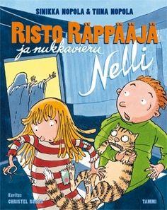 """Riston naapuri Nelli """"Nuudelipää"""" Perhonen muuttaa vanhempineen pieneen mökkiin maalle. Rauha-täti päättelee, että Perhosen perhe on köyhtynyt -- lisätodiste on reikä Nellin mekossa. Risto auttaa Nelliä ottamalla Alpo-kissan hoitoonsa, mutta Alpo saakin yllättäen siirron toiseen kotiin, jossa se aiotaan pistää kuriin."""