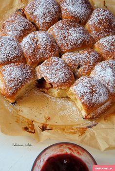 Odrywane bułeczki z powidłami - Swiatciast.pl Polish Desserts, Polish Recipes, Polish Food, Delicious Desserts, Yummy Food, Sweet Pastries, Recipes From Heaven, I Love Food, Pain