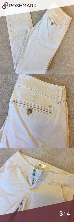 American Eagle Khakis 32 inch inseam. 98% cotton 2% spandex. American Eagle Outfitters Pants