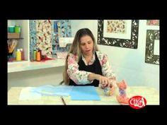 Aprenda a aplicar guardanapos no E.V.A com a facilitadora Graciara Cavalcanti