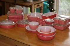 Vintage Pink Pyrex  I have a lot of this in green