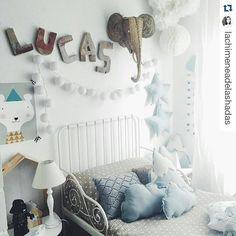 #Repost @lachimeneadelashadas ¡Buenos días amantes de la decoración y del buen gusto! Flechazo total con la habitación de Lucas  Lámina de #minigallerie disponible en nuestra web