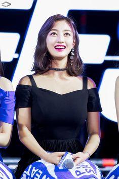 Twice-Jihyo 180904 Pocari challenge Teen Festa South Korean Girls, Korean Girl Groups, Leader Twice, Pocari Sweat, Jihyo Twice, Myoui Mina, Hirai Momo, Nayeon, Cool Girl