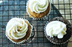 LaLa Cake: Delicious Pumpkin Cupcake Recipe with Honey Cream Cheese Frosting Cupcake Recipes, Cupcake Cakes, Diy Cupcake, Cup Cakes, Baking With Honey, Honey Recipes, Yummy Recipes, Best Pumpkin, Cream Cheese Recipes