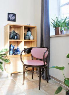 Wohnen, weben, wohlfühlen: zu Besuch bei phthaloblau in Osnabrück | SoLebIch.de #thonet #thonet209 #homestory #chair #interior #wohndesign #stühle