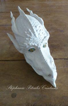 Tête de dragon en grès émaillé Illustrations, Creations, Lion Sculpture, Dragon, Statue, Pottery, Artist, Paint, Illustration