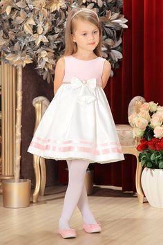 what a simple elegant dress Girly Girl Outfits, Cute Little Girl Dresses, Dresses Kids Girl, Girls Party Dress, Cute Outfits For Kids, Baby Dress, Flower Girl Dresses, Little Girl Fashion, Kids Fashion