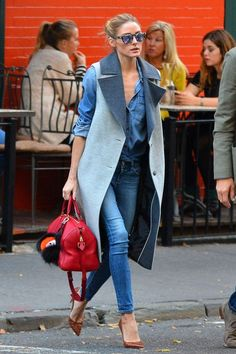 Olivia Palermo wore her go-to off-duty ensemble, denim on denim, but she took it up a notch by topping it with a wool two-tone sleeveless coat and caramel brown croc pumps. Trend Fashion, Denim Fashion, Look Fashion, Winter Fashion, Fashion Outfits, Womens Fashion, Fashion Inspiration, Latest Fashion, Fashion Ideas