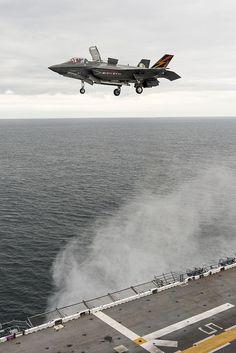 F-35 Vertical Landing