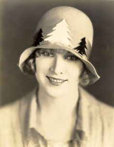 Esther Ralston Born September 17, 1902 Bar Harbor, Maine, U.S. Died January 14, 1994 (aged 91) Popular actress during the silent era.