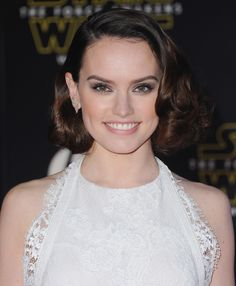 Daisy Ridley The 10 Best Beauty Looks of the Week: December 18, 2015 | Daily Makeover