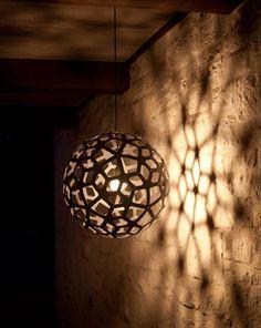 Schöne Lampen sorgen in unseren vier Wänden für ein elegantes Ambiente und eine unvergleichliche Wohlfühlatmosphäre. Bei unseren Experten von Anchovisdesign haben wir eine ganz bezaubernde Auswahl toller Leuchten entdeckt, die wir euch nicht vorenthalten wollen.