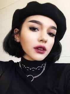 Bold makeup look by palomaxcordova