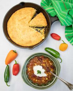 Think it's impossible to source a delicious chili from the pantry? Until I tried delicious book club chili at a summer meeting! Game Day Chili Recipe, Book Club Food, Chili Ingredients, Chili Recipes, Soup Recipes, Slow Cooker Chili, Soup And Sandwich, Natural Living