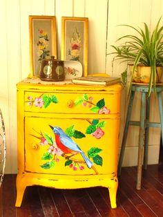 Painted furniture in decor Decoupage Furniture, Hand Painted Furniture, Paint Furniture, Upcycled Furniture, Furniture Makeover, Home Furniture, Mexican Furniture, Kitsch, Deco Retro