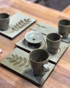 Inexpensive, elegant and versatile, pottery is a worthwhile addition to your home, and you should definitely consider getting some for your interior design project. Pottery is used to decorate diff… Pottery Bowls, Ceramic Pottery, Pottery Art, Ceramic Plates, Ceramic Art, Make Your Own Pottery, Clay Mugs, Pottery Classes, Ceramics Projects