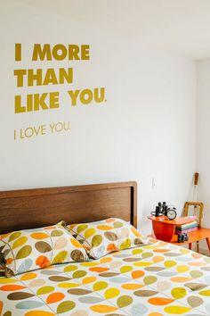Decoração com amarelo no quarto, apostando em um tom sobre tom!