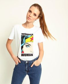 T-shirt Wonder Woman T Shirt Design Template, Shirt Print Design, Wonder Woman Shirt, Dc Comics T Shirts, Creative T Shirt Design, Shirts For Girls, Shirt Outfit, Printed Shirts, Jeans
