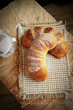 Romanian Desserts, Romanian Food, Cake Recipes, Dessert Recipes, Cinnabon, Pastry And Bakery, Dessert Drinks, Sweet Bread, Croissant