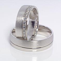Wedding Rings Sets His And Hers, Wedding Ring Sets Unique, Classic Wedding Rings, Matching Wedding Rings, Platinum Wedding Rings, Beautiful Wedding Rings, Wedding Ring Designs, Diamond Wedding Rings, Wedding Bands