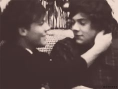 And this soft caress. | 46 Times Harry Styles And Louis Tomlinson Proved They Belong Together