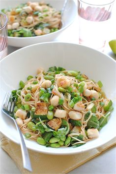 Somen Noodles with Scallops. Somen Noodles with Scallops and Vegetables! Vegetable Recipes, Vegetarian Recipes, Healthy Recipes, Easy Recipes, Seafood Recipes, Edamame Pasta, Succotash Recipe, Dinner Bowls, Dinner Table