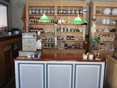 Desk in our shop #tibberuphoekeren #smallshopkeeper #hoekeren