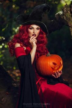 Gothic and Amazing Halloween Pin Up, Halloween Pictures, Vintage Halloween, Halloween Costumes, Halloween Witches, Halloween 2020, Halloween Pumpkins, Happy Halloween, Fantasy Witch