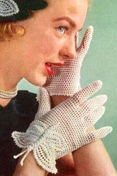 I love these gloves... if only I knew how to crochet!