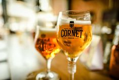 Cornet - Here you can find more info about this fabulous Belgian brewery. With a interesting overview of their beers, history. Belgian Beer, Brewery, Wine Glass, Alcoholic Drinks, Palm, Food And Drink, Tableware, Beer, Dinnerware