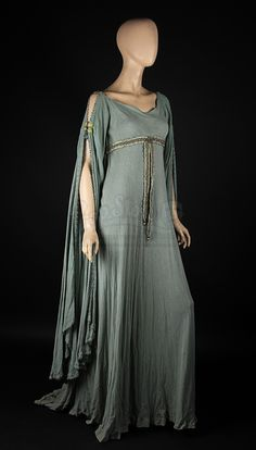 Guinevere (Keira Knightley) Blue Dress | Prop Store - Ultimate Movie Collectables Medieval Gown, Vestido Medieval, Medieval Costume, Medieval Clothing, Medieval Fantasy, Prop Store, Guinevere King Arthur, Fantasy Dress, Historical Costume