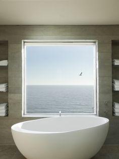 Zamiast lustra, okno z takim widokiem?   łazienka, inspiracja,    https://www.facebook.com/CeramikaParadyz