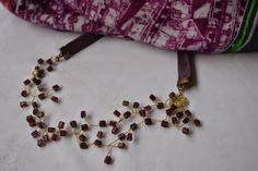 Collar con vidrios hindúes, $130 en https://ofeliafeliz.com.ar