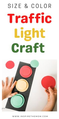 Looking for a fun way to work on size and color with your preschooler or kindergartener? Try this fun traffic light craft! #trafficlightcraft #traffic #light #craft #preschool #kindergarten #sizes #colors #shapes #transportationunit #transportation #theme #idea #resource #activity #coloractivity #transportationactivity