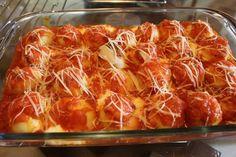 O Nhoque Recheado é delicioso e fácil de fazer. Ele parece uma massa de coxinha de batata, mas é recheado e coberto com molho e queijo e levado ao forno. F