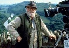 """25-Aug-2014 10:43 - """"GHANDI IS ZIJN BESTE FILM"""". De Britse acteur, filmregisseur en filmproducent Lord Richard Attenborough is overleden. Hij is 90 jaar geworden. In het NOS radio 1 journaal besprak filmrecensent Dana Linsen zijn werk. """"Ik denk het wel. Die gekke professor uit Jurassic Park is voor de huidige generatie filmkijkers de eerste en belangrijkste keer dat ze kennis hebben gemaakt met hem. Maar als je al die titels ziet die hij heeft geregisseerd, zoals Ghandi, Cry Freedom en A..."""