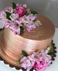 Copper Wedding Cake, Birthday Party Decorations, Birthday Parties, Birthday Cake Roses, Purple Drinks, Cake Games, Cake Decorating Techniques, Gold Party, Beautiful Cakes