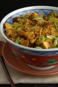 Arroz frito con pollo al curry. Pasta Al Curry, Curry Rice, Latin American Food, Latin Food, Thai Recipes, Chicken Recipes, Savoury Dishes, Fried Chicken, Fried Rice