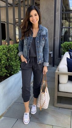 44 Best Casual Outfits To Change Your Style This Season - Fashionnita Mode Outfits, Fashion Outfits, School Outfits, Modest Fashion, Best Casual Outfits, Casual Attire, Hijab Casual, Casual Jean Outfits, Sporty Outfits