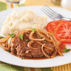 Steak Salisbury - Soupers de semaine - Recettes 5-15 - Recettes express 5/15 - Pratico Pratique Freezer Meals, Easy Meals, How To Cook Beef, Salisbury Steak, Ground Beef, Beef Recipes, Meal Planning, Food And Drink, Yummy Food